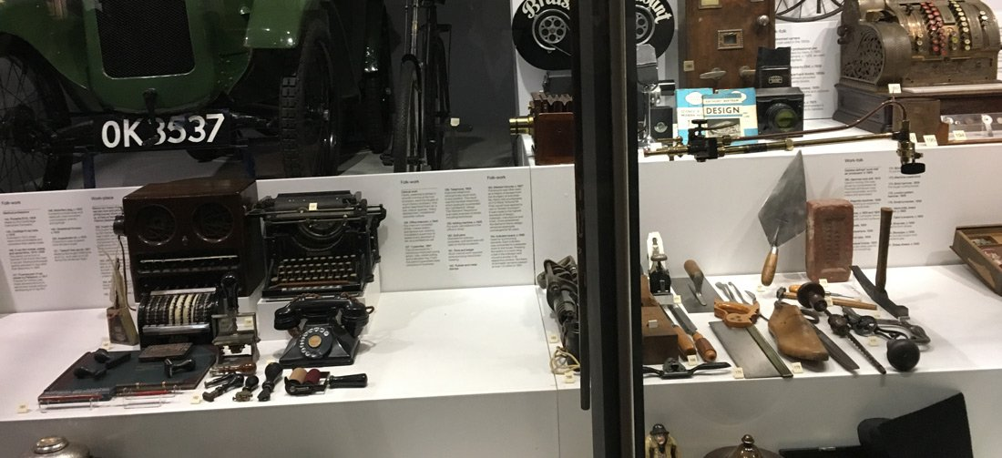 oggetti che rappresentano il progresso tecnologico al science museum di Londra
