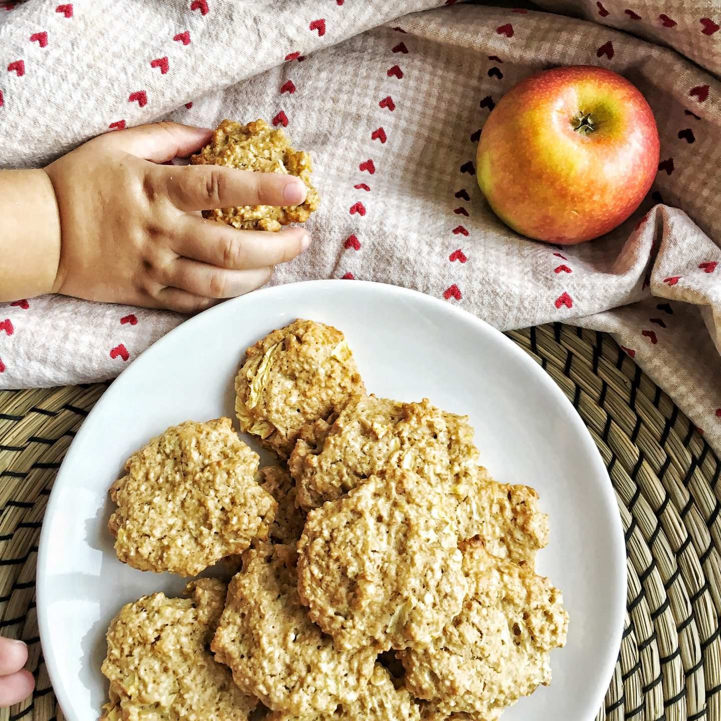 Happiness oatmeal cookies with cinnamon and apples