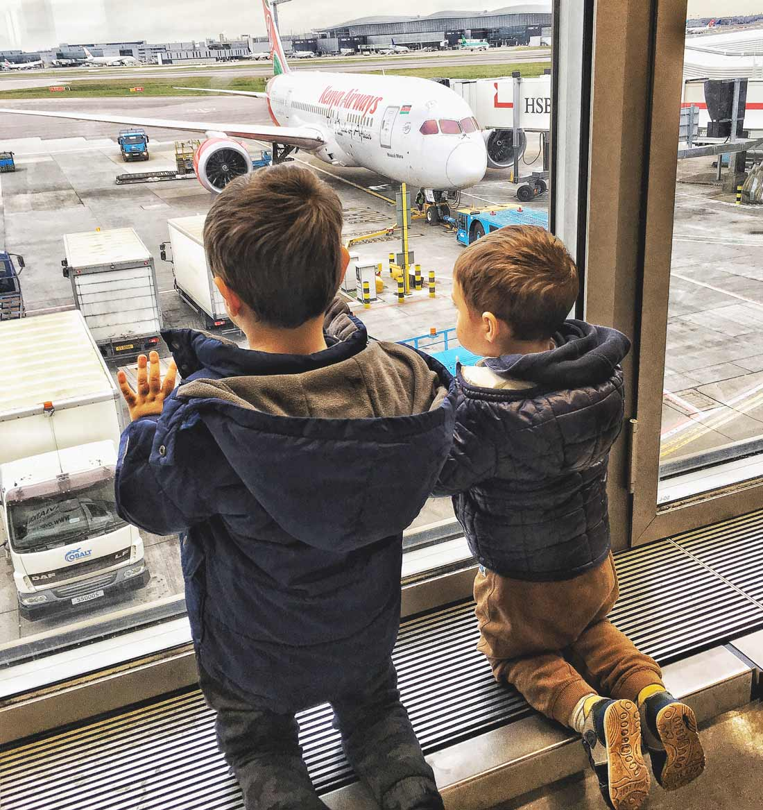 Strategies and tips how to enjoy Air travel with kids