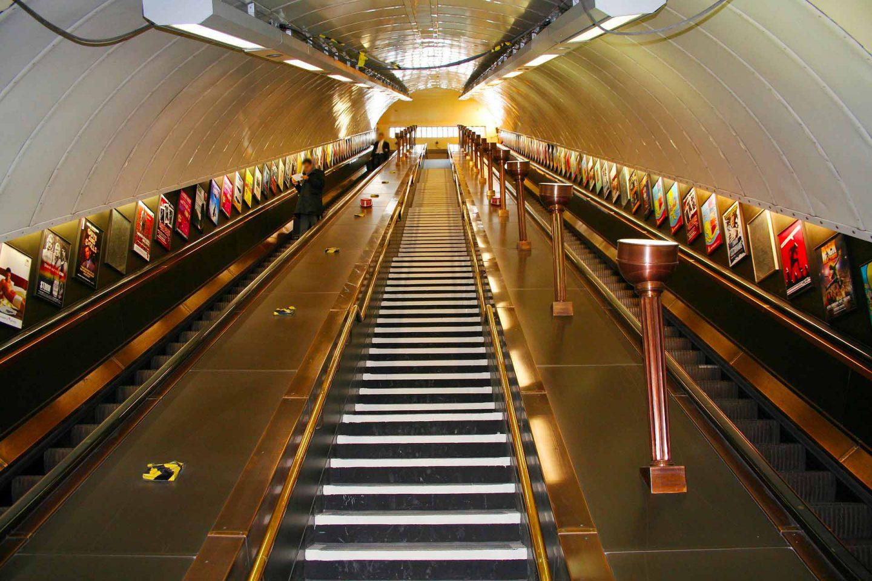 scale mobili della metropolitana di londra