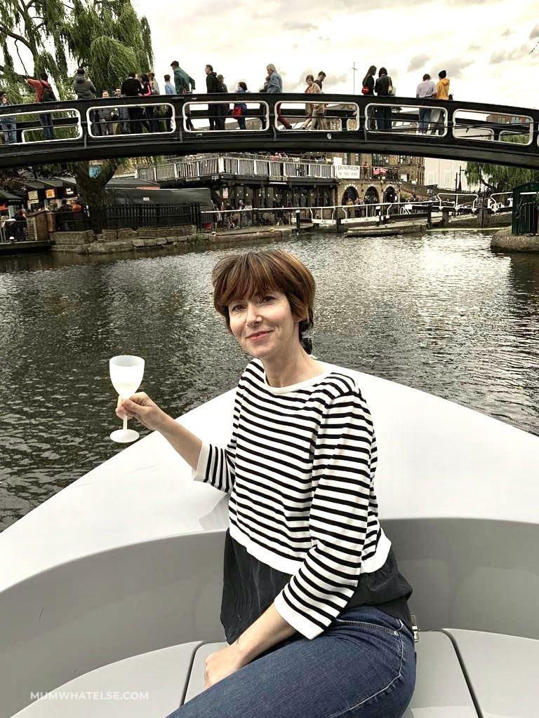 Alla guida di una barca lungo i canali di Londra con GoBoat