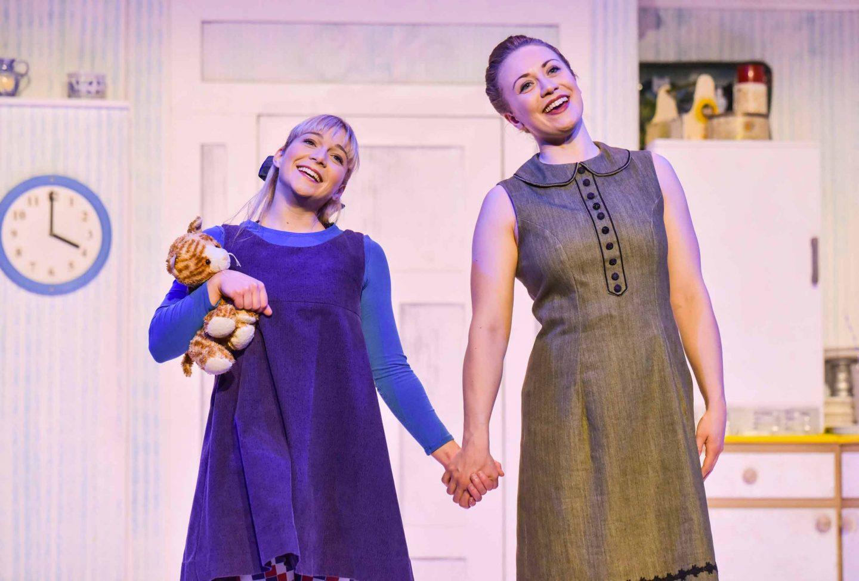 Jocelyn Zackon as Sophie, Lizzie Dewar as Mummy on stage