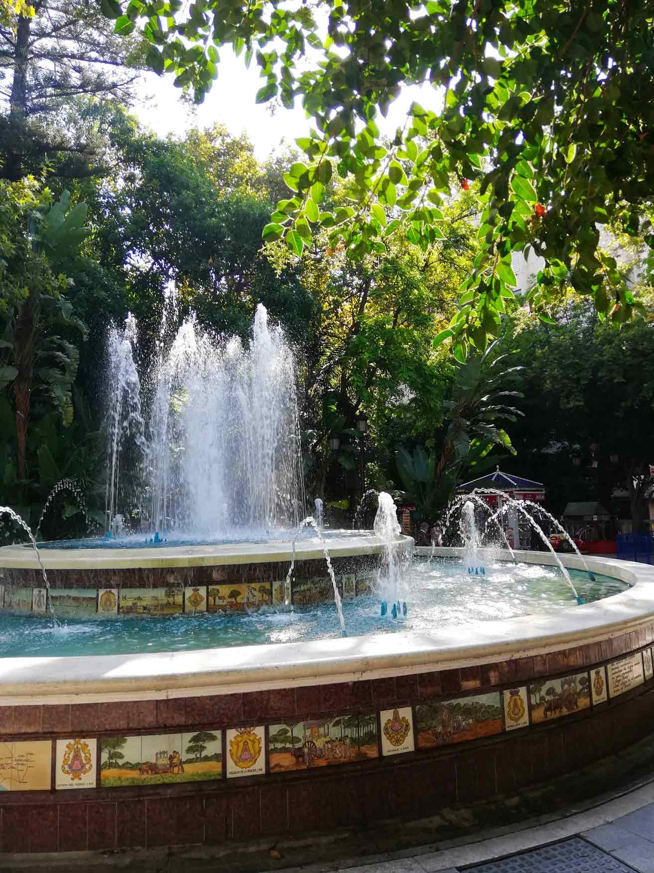 fontana rotonda con l'acqua