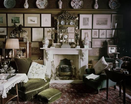 un salotto in perfetto stile vittoriano