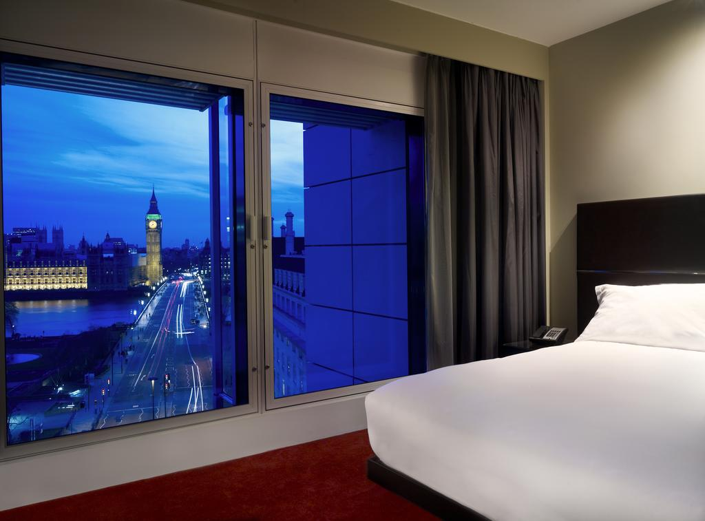 camera hotel con vista sul big ben